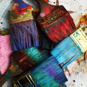 Maalipensselit ja niissä eri värejä