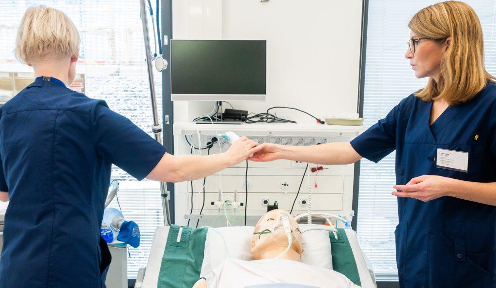 sairanhoitajaopinnoissa harjoitellaan simulaationuken kanssa
