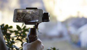 Kuvassa on gimbaali eli kameravakain.