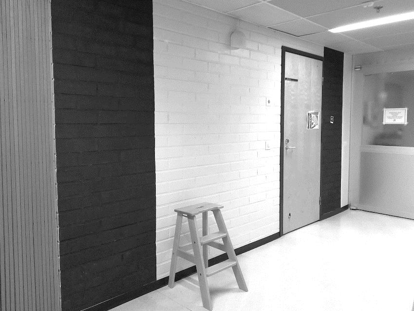 Kuvassa näkyy asumisyksikön seinää, johon seinämaalaus on tulossa.