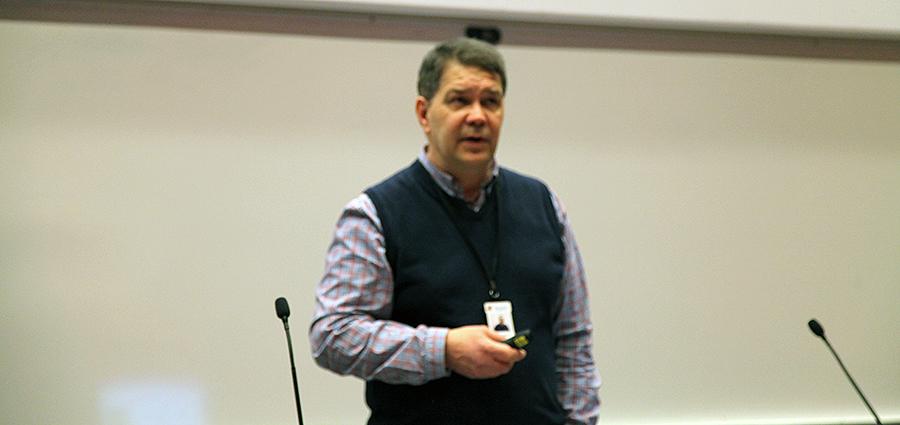 Kuvassa on Raimo Nurminen.