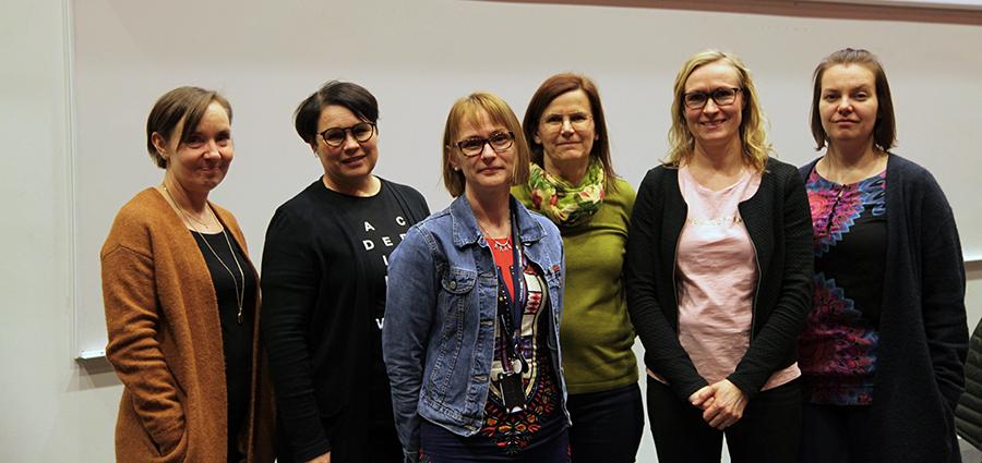 Kuvassa opettajat Laura Närvi, Niina Vuoristo, Hanna Ollikkala, Anu Kuikkaniemi, Noora Kumpulainen, Jaana Koskela, Tiina Annevirta ja Jaanet Salminen.