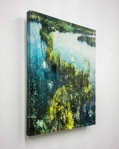 Kuvassa näkyy Joel Karppasen tekemä luontokuvaa, järvimaisemaa, jäljittelevä teos.