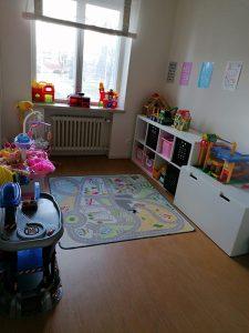Huone, jossa lasten leluja.
