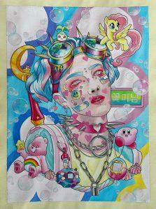 Kuvassa näkyy henkilö, joka on koristeltu pastellisävyisin popkulttuuria edustavin esineinen ym.